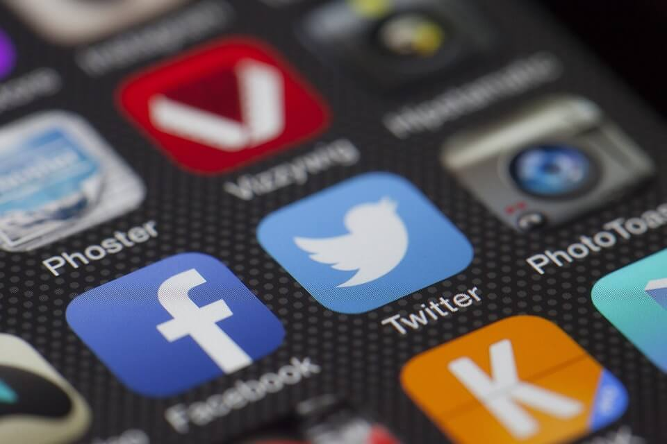 תקרת הזכוכית של טוויטר ופייסבוק